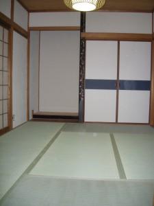 畳が敷かれた1階和室の写真