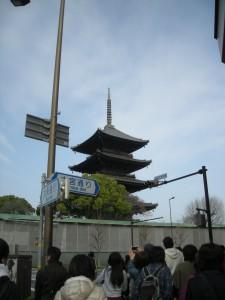 信号待ちで見る東寺の五重塔